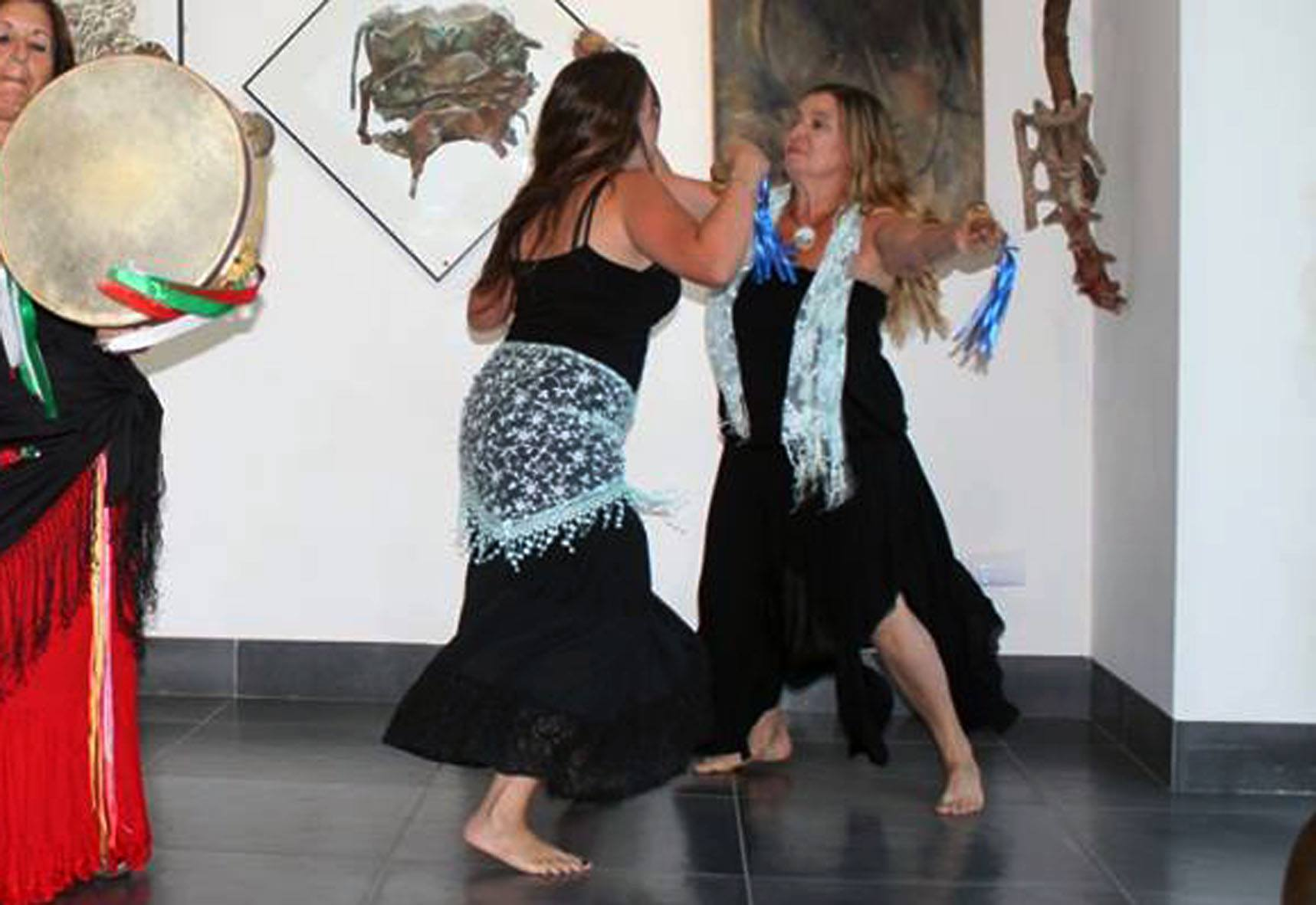 Caterina Stasino e Ilaria Cipolletta durante la performace di luglio 2017 presso Atelier Controsegno